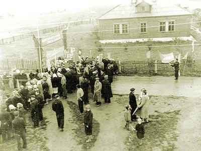 2 сентября 1962 года. Чебоксарский аэропорт в ожидании прилета летчика-космонавта Андрияна Николаева.