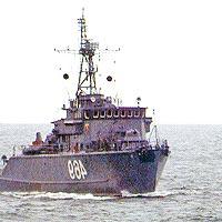 Базовый тральщик Ядрин в Баренцевом море