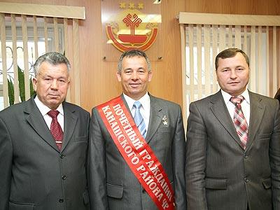 Н. Гаврилов с земляками - гендиректором Жилремстроя Г. Константиновым и главой администрации района В. Софроновым.